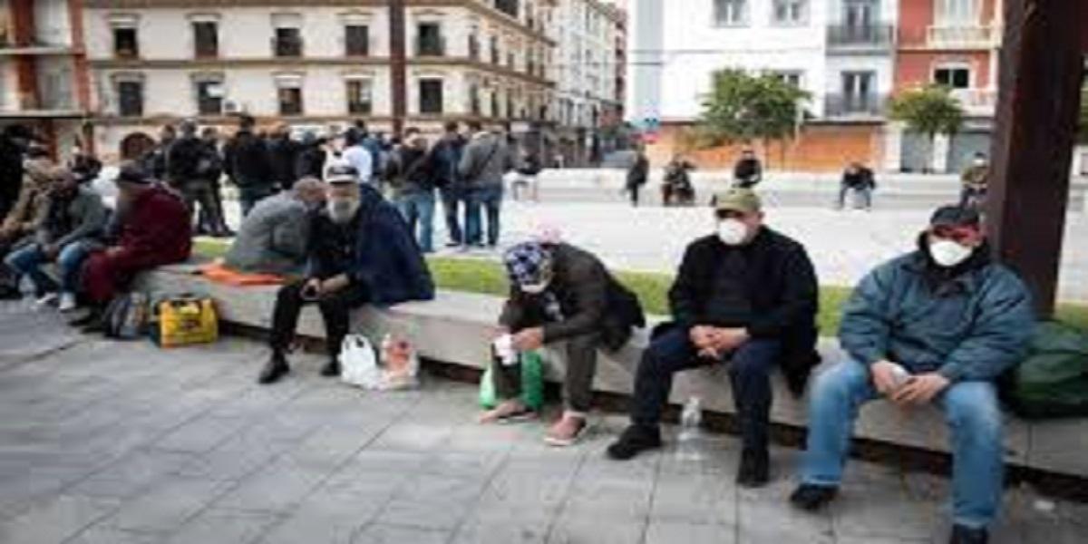 مغاربة عالقون خارج الوطن منذ 3 أسابيع يستنجدون للعودة إلى أسرهم