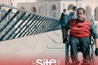 """شاب من ذوي الاحتياجات الخاصة يستنجد بالمغاربة: """"دعم الفنانين حنا أولى به"""" – فيديو"""