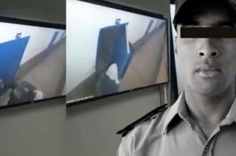 """مشاهد تحبس الأنفاس.. تسريب فيديو يوثق لحظة """"ذبح"""" موظف من طرف إرهابي بسجن تيفلت"""